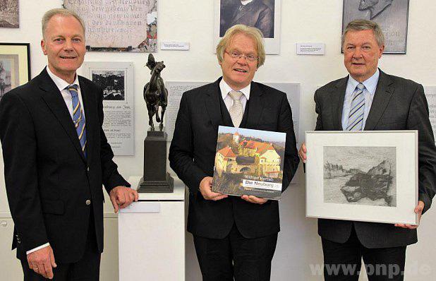 Buchpräsentatino inmitten der Werke von Künstlern, die einst auf Schloss Neuburg Erholung suchten und fanden.